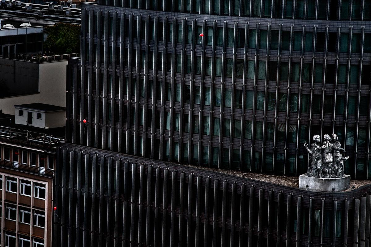 David Drebin · Red Balloons · 2011