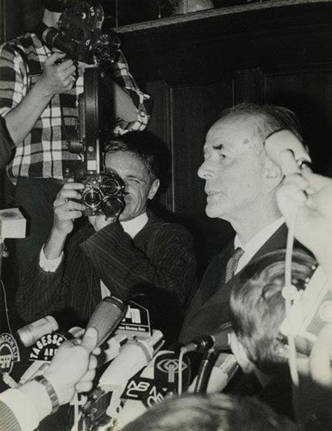 Speer im Blitzlicht bei seiner Entlassung, 1966. Bildnachweis: Deutsches Historisches Museum