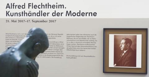 Blick in die Ausstellung, vorne links George Minne: Kniender Knabe 1905/06