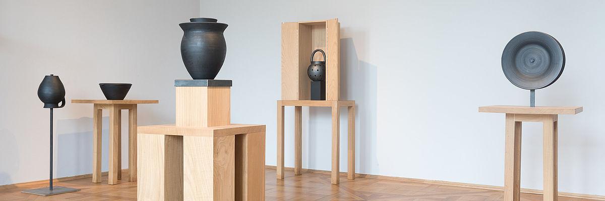 "Sonderausstellung ""Amor Bucaro. Keramiken von Linde Burkhardt"" im Kunstgewerbemuseum im Schloss Pillnitz, © SKD, Foto: Ronald Bonss"