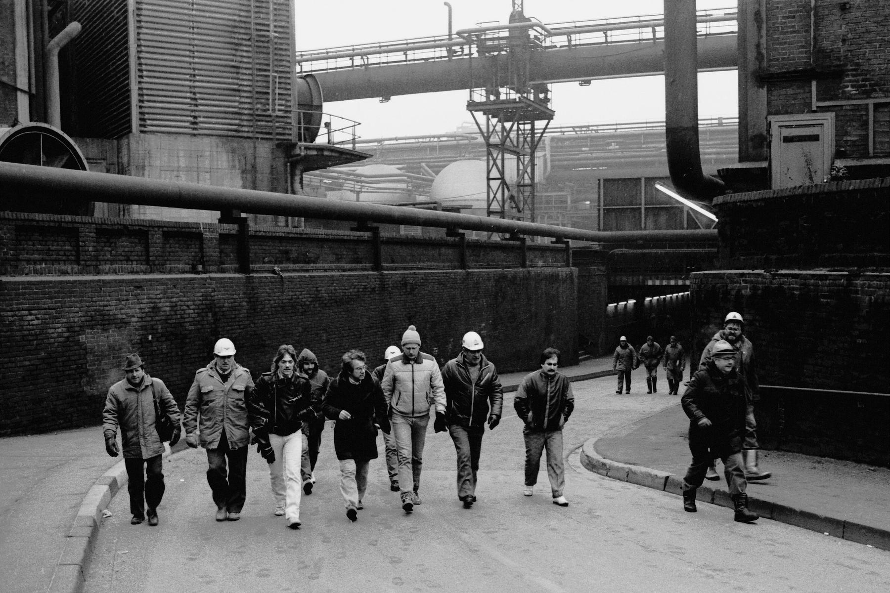 Stahlarbeiter auf dem Gelände der Krupp-Stahl AG in Rheinhausen während des Streiks, 1987. Foto: LVR-Industriemuseum / Kerstgens