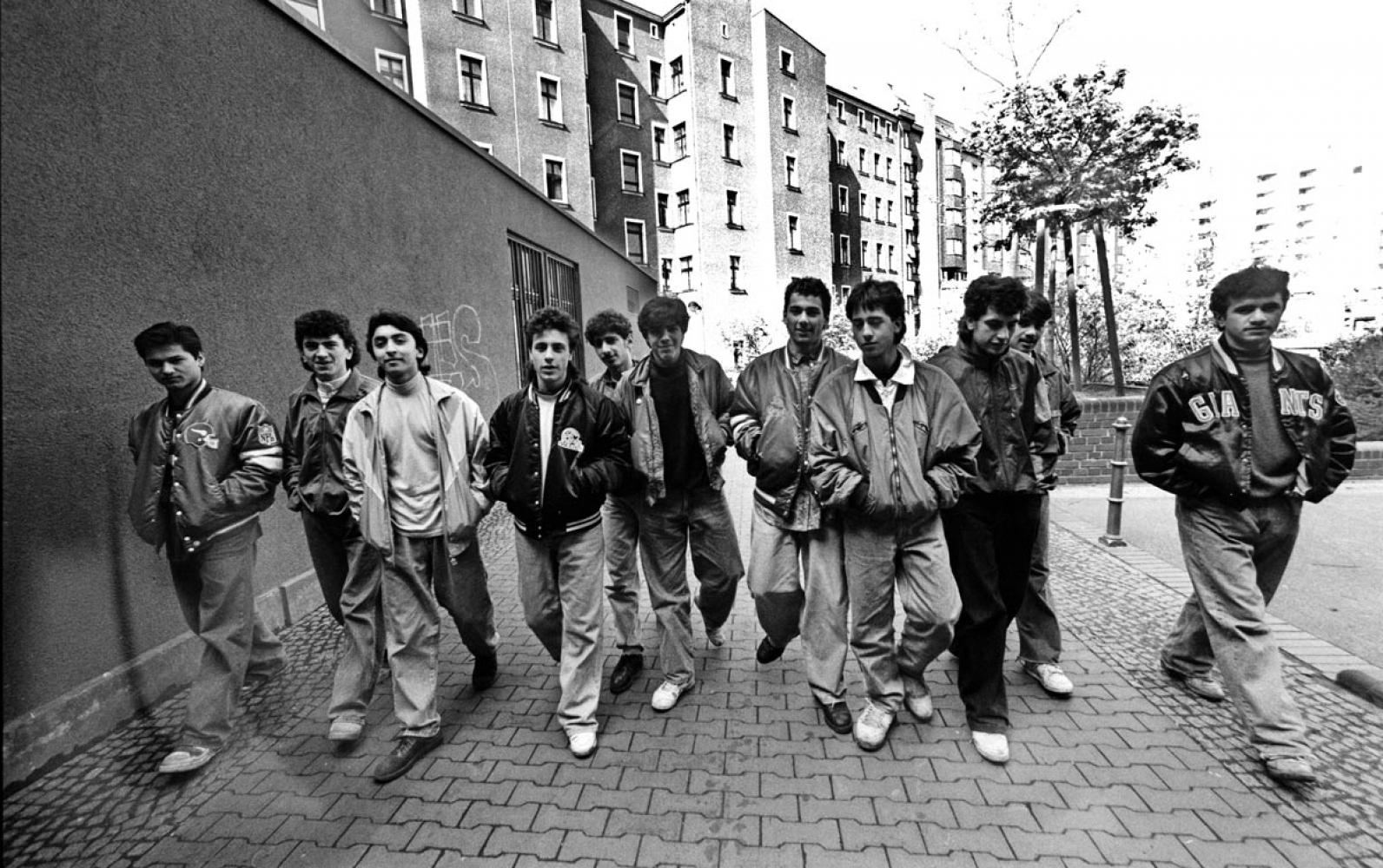 "Jugendgang ""36 Boys"" vom Kottbusser Tor, Kreuzberg, April 1990 © & Foto: Ergun Çağatay"