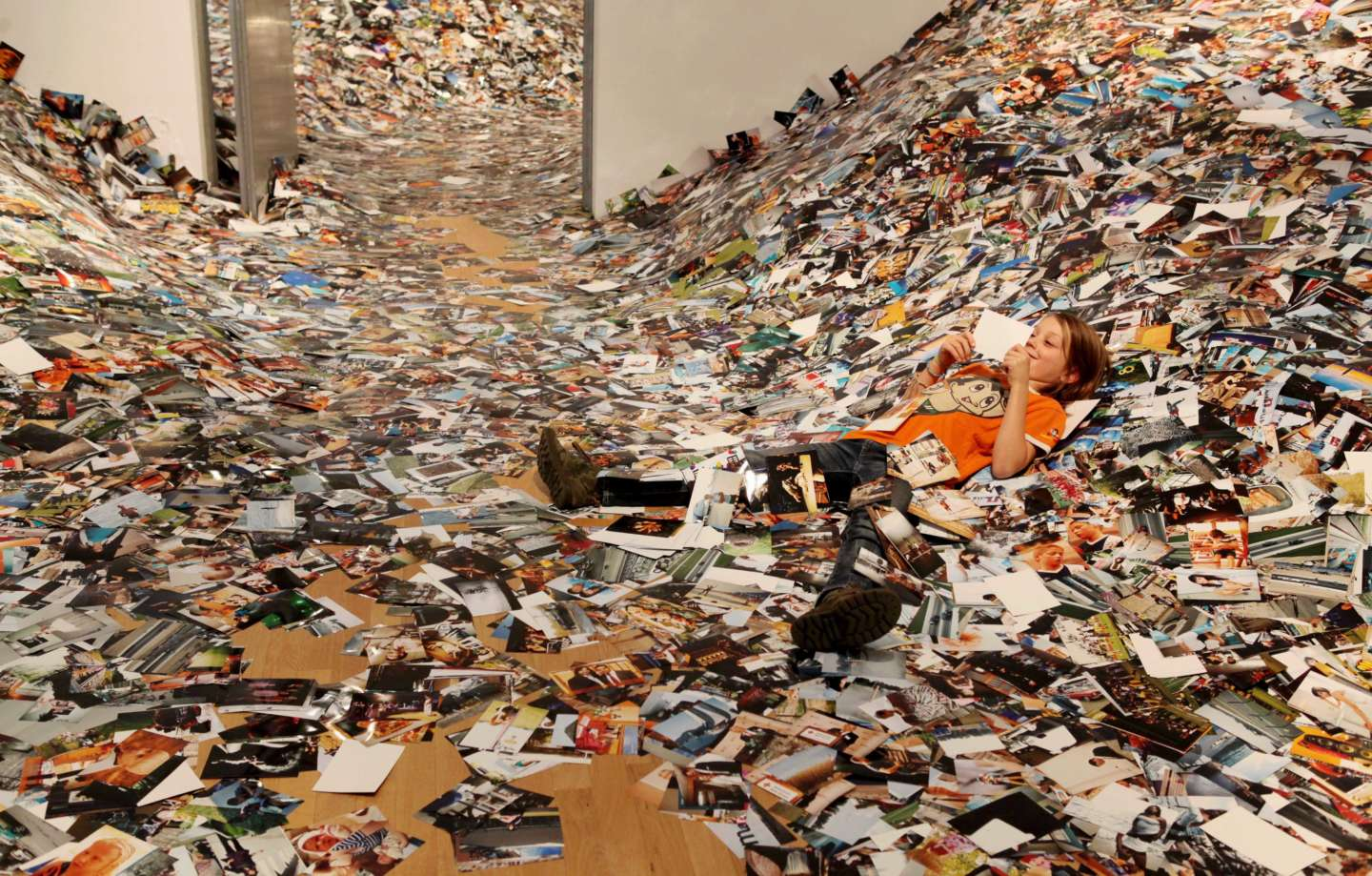 24Hrs Of Photos Erik Kessels