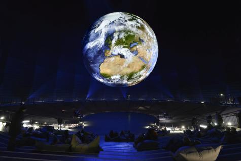 Wunder der Natur; 20 Meter große Erde im Rahmen der Ausstellung Wunder der Natur, Foto: Thomas Wolf