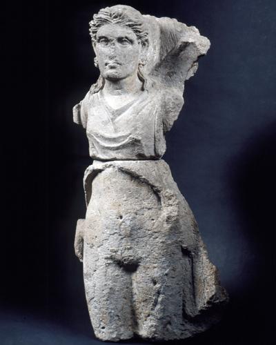 Statue der Dämonin Vanth aus Stein, Ende 4. Jhdt. v. Chr., Museo Archeologico Nazionale, Florenz. © Archäologisches Museum Frankfurt