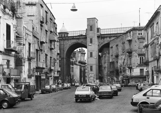 Via della Sanità, Neapel 1988, © Thomas Struth