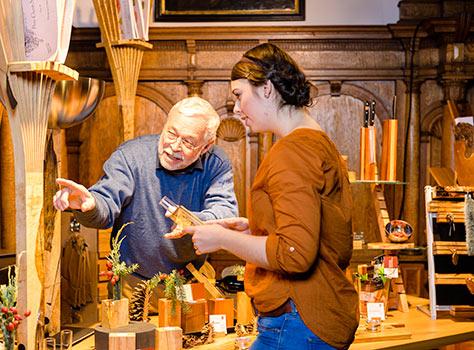 Die beliebte Verkaufsausstellung in den Räumen des Fembo-Hauses. Foto: Uwe Niklas