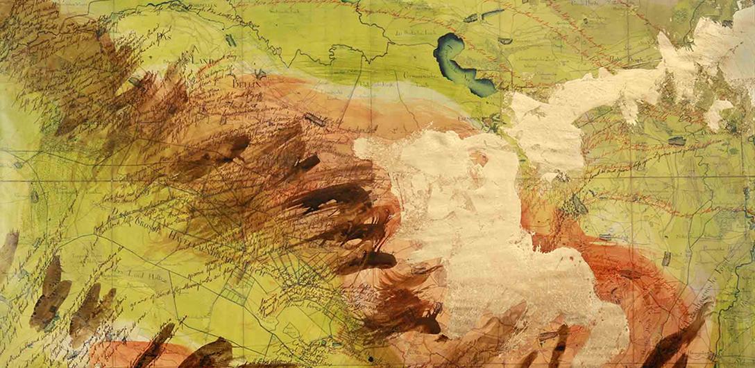 """Liz Crossley, 2010, """"Let land live free"""" (Detail), Tusche und Blattgold auf Landkarte © Liz Crossley / Foto: Lisa Vanovitch"""