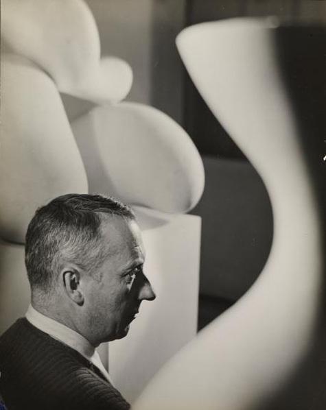 Florence Henri, Hans Arp, 1931/32, Ann und Jürgen Wilde Stiftung, Pinakothek der Moderne, Bayerische Staatsgemäldesammlungen, Foto: Sibylle Forster, © Galleria Martini & Ronchetti, Genua
