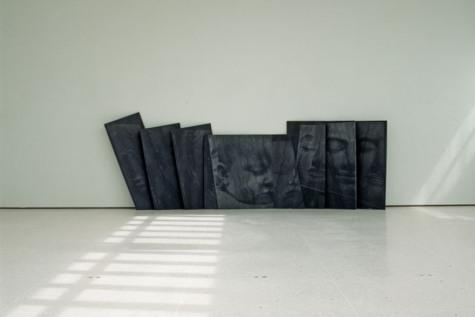 Rut Himmelsbach, Altar, 1992, fotografisch geäzte Steinplatten